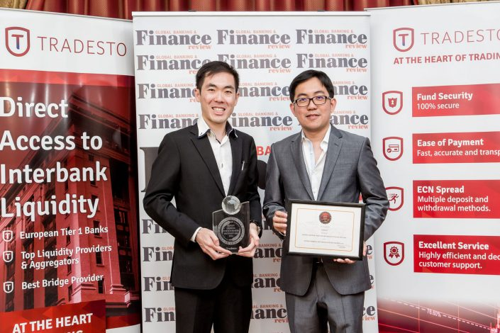 Events - Global Banking and Review Magazine - Awards ceremony - Interbank Group Shot - Corporate Photographer London - BELLE IMAGING -RENATA BORUCH Corporate Photographer London